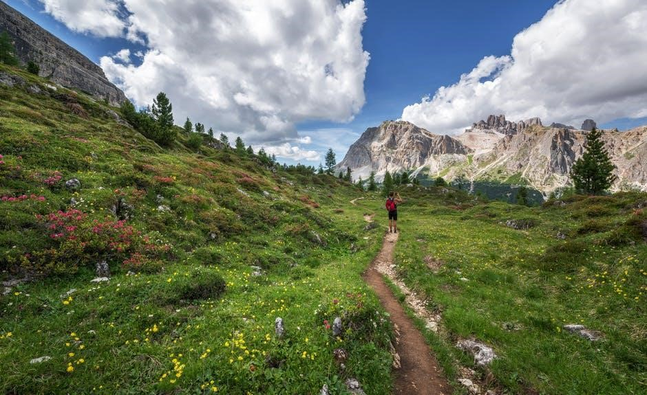 8 Health Benefits Hiking 1